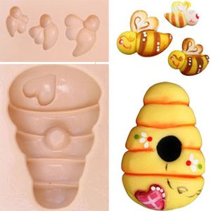 Molde-de-Silicone-para-Biscuit---Tres-Abelhinhas-e-Colmeia-1016