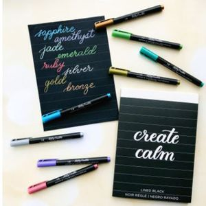 Bloco-Folhas-Negras-Pautado-para-Caligrafia-e-Lettering-Kelly-Creates-Travel-Size-Lined-Black-Pad-348293-–-WER368-1